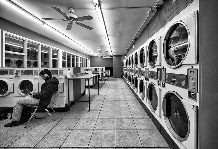 Waiting for Laundry || Panasonic GH3/Lumix7-14@7 | 1/60s | f4 | ISO200
