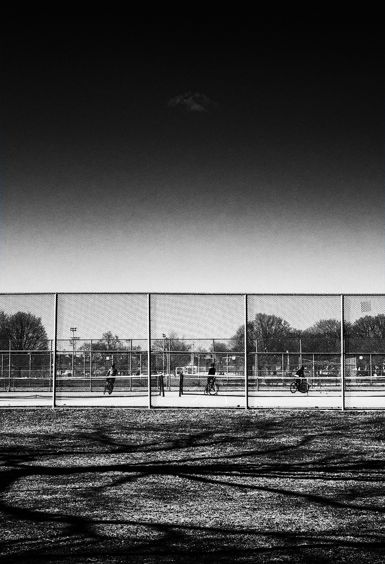 Cyclists and Tennis Courts || Panasonic GH3/Lumix12-35 | 1/800s | f7.1 | ISO200