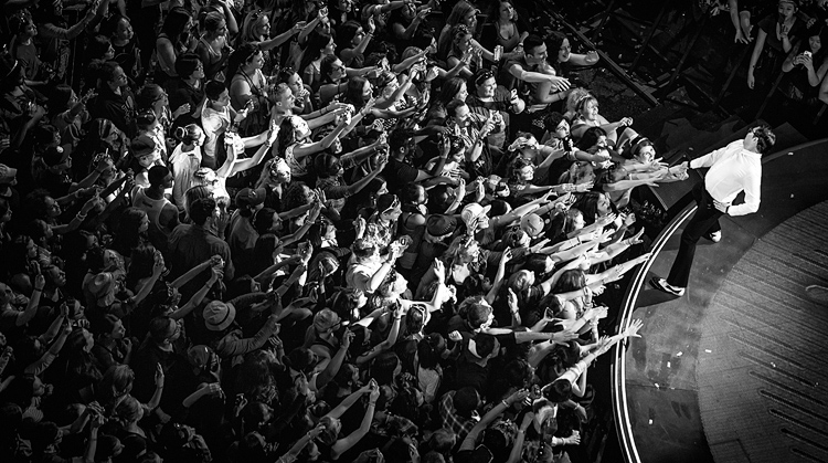 Psy Fans || Canon5D2/EF70-200f4L | 1/125s | f4 | ISO1600