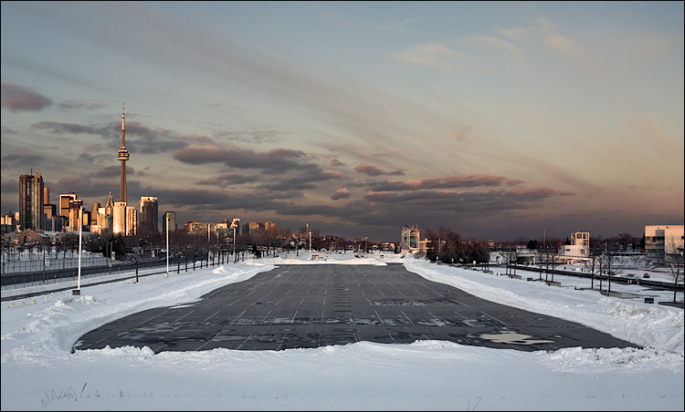 empty_parking_snow_ontario-place_cn-tower_01.jpg