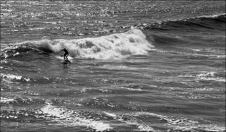 surfer_bw_huntington-beach_01.jpg