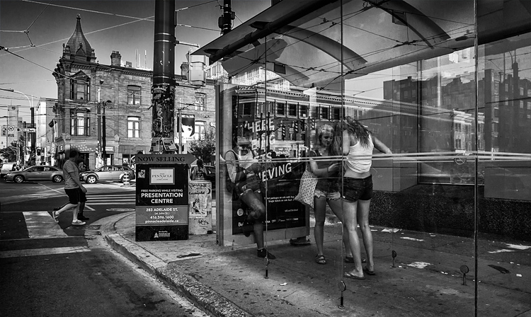 teen-girls_bus-stop_queen-west_spadina_01bw_c.jpg
