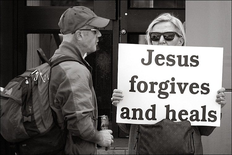 jesus forgives || canon 300d/EF 70-200 f4 L | 1/200s | f4.5 | ISO 100