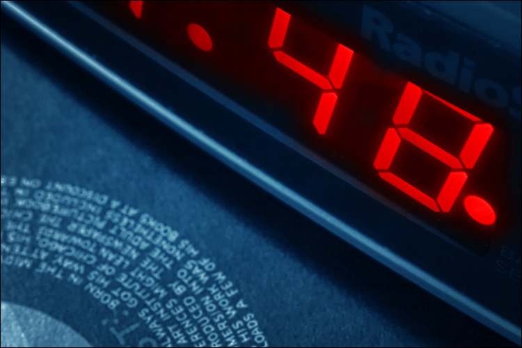 alarm clock || canon 300d/kit lens+250d macro filter | 30s | f22 | ISO 100 | tripod