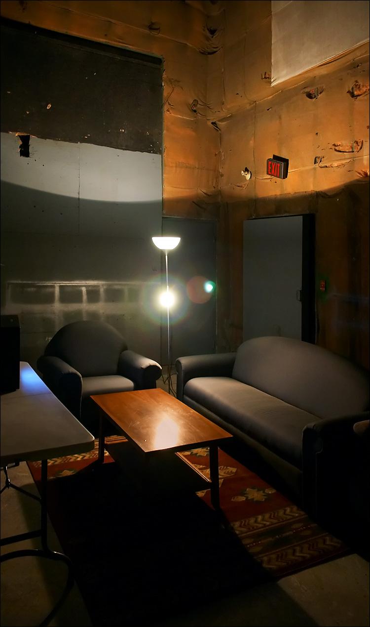 studio corner || canon 300d||efs 18-55 | 1/6s | f3.5 | ISO 800 | handheld