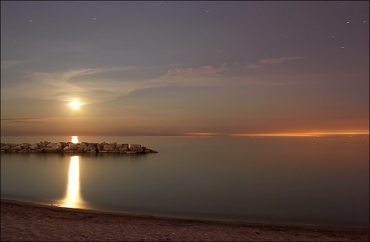 moon at the beaches || canon 350d/efs18-55@18 | 89s