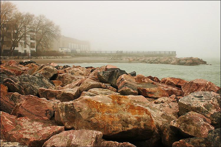 red rocks    canon 300d/kit lens   1/160s   f9   ISO 100