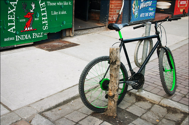 green and black bike || canon 00d/efs18-55 | 1/50s | f5 | ISO 200 | handheld