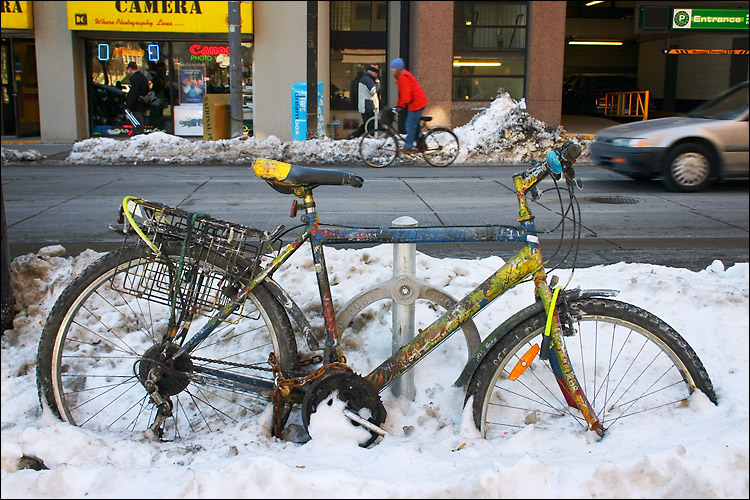 blue (or yellow) bike in snow || canon 300d/ef-s 18-55 | 1/100s | f8 | ISO 200 | handheld