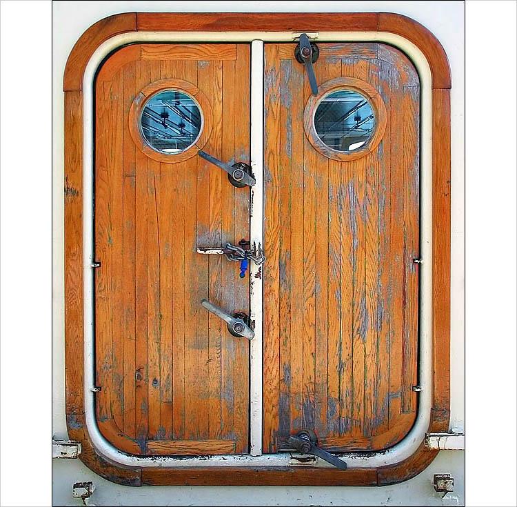 boat door || canon G3 | 1/200s | F/4 | ISO 50