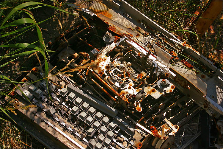 once a typewriter || canon 300d | 1/200s | f11 | ISO 100