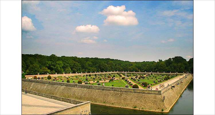 garden of chenonceau || canon G3 | 1/1000s | F/4 | ISO 50