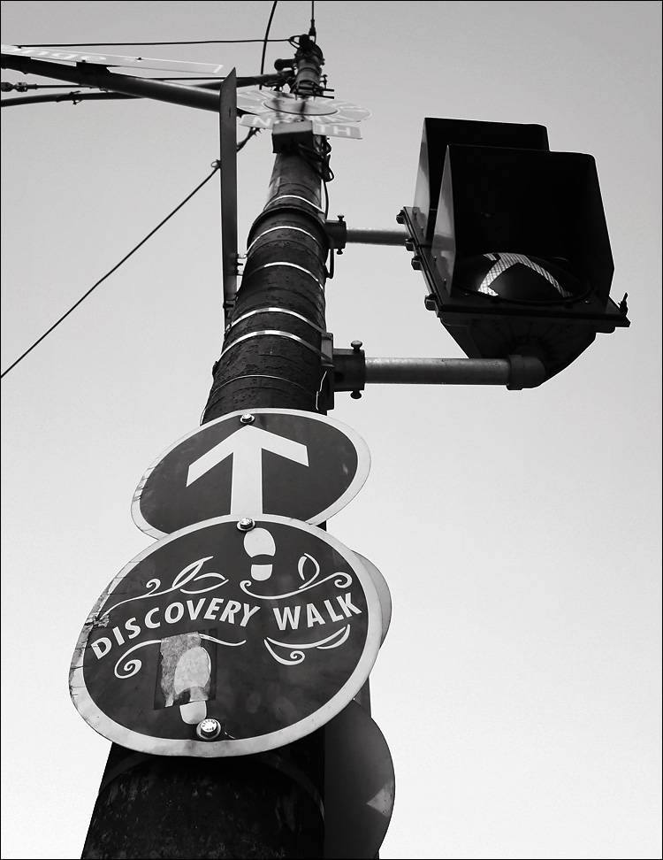 discovery walk sign || canon 300d/kit lens | 1/80s | f5 | ISO 200