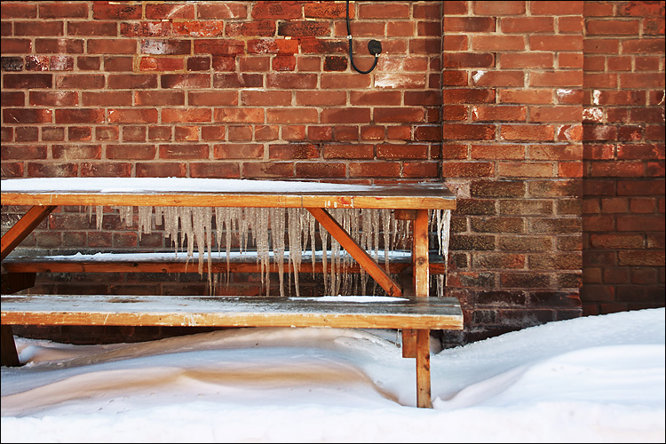 bench icycles || canon 300d/ef-s 18-55 | 1/60s | f5.6 | ISO 100 | handheld