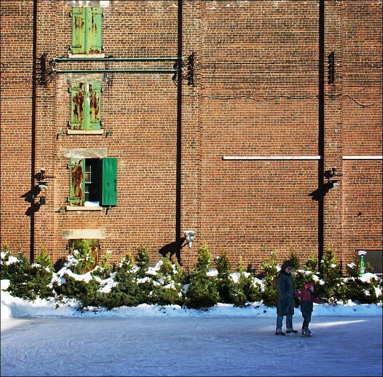 distillery ice-skaters || ef-s 18-55 | 1/250s | f10 | ISO 200 | handheld