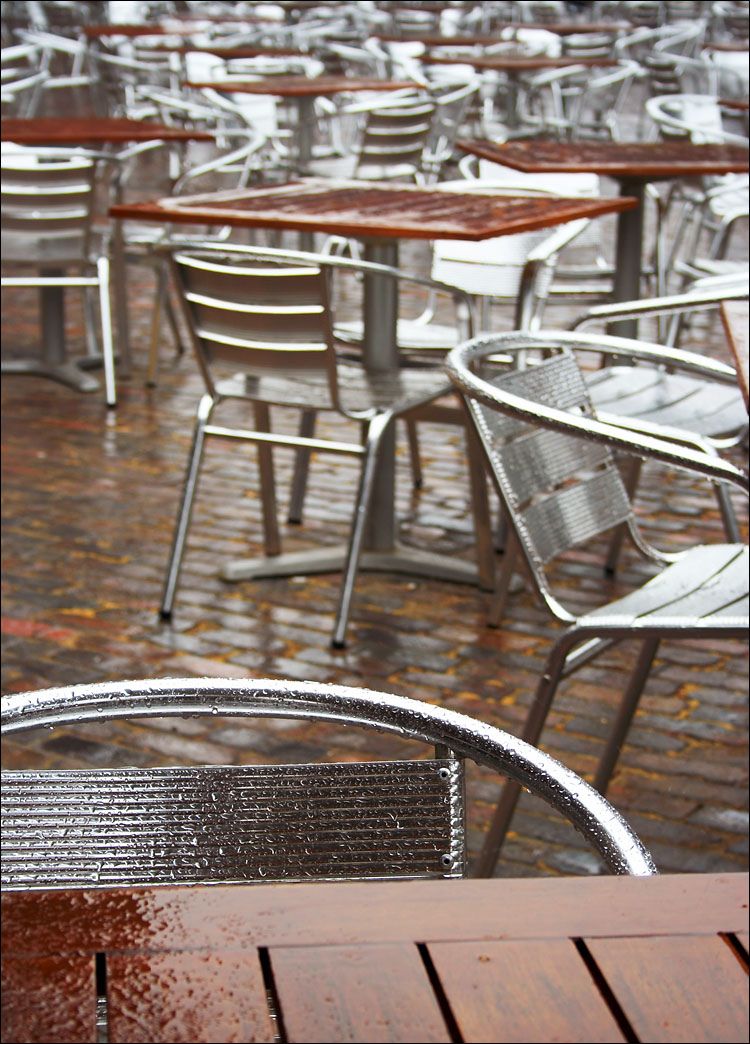 wet patio || canon 350d/efs18-55@43 | 1/80s | f7.1 | ISO100 | handheld