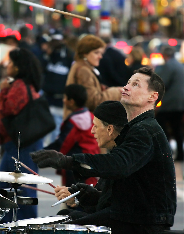downtown drummers || canon 300d/EF L 70-200 | 1/320s | f4 | ISO 800