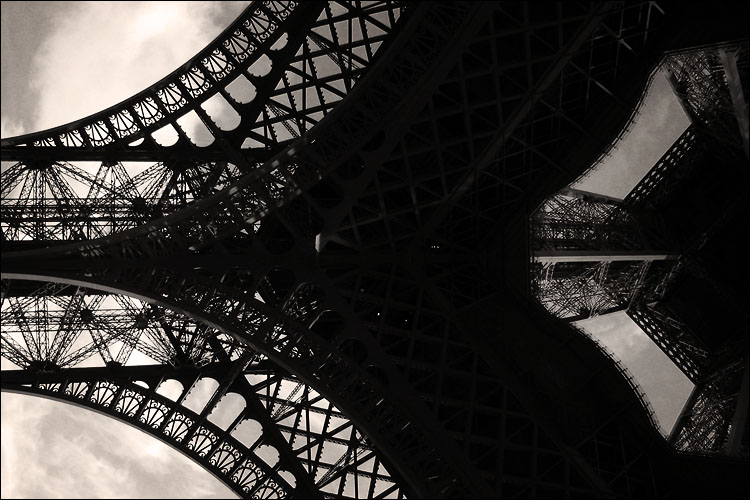 eiffel detail || canon g3 | 1/500s | f4 | ISO 50