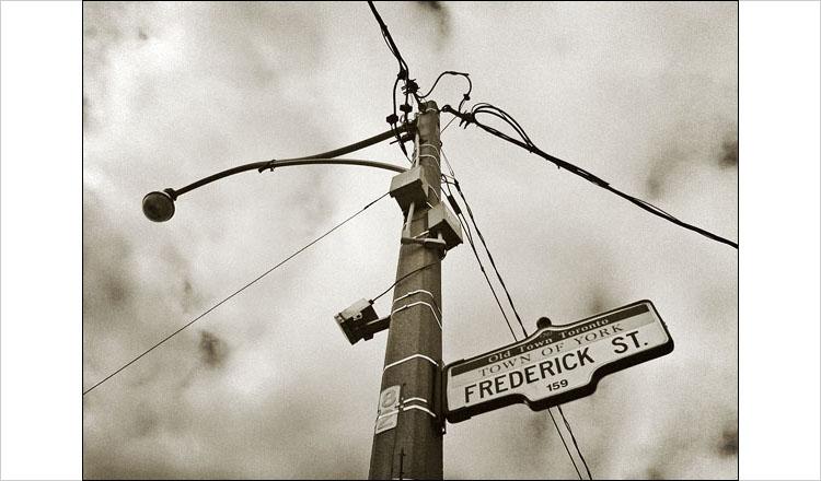 frederick street || canon digital rebel | 1/320s | f11 | ISO 100