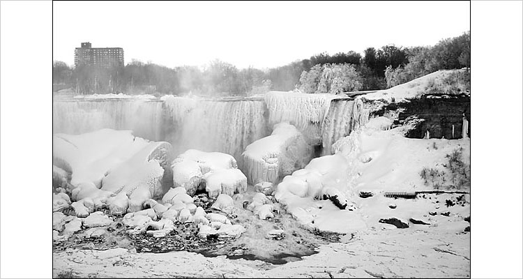 giant icicles of niagara || digital rebel | 1/100s | F7.1 | ISO 200
