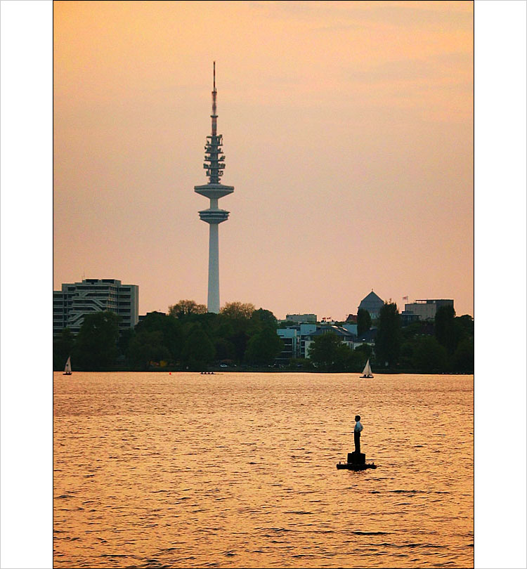 hamburg tower || canon G3 | 1/160s | F/4 | ISO 50