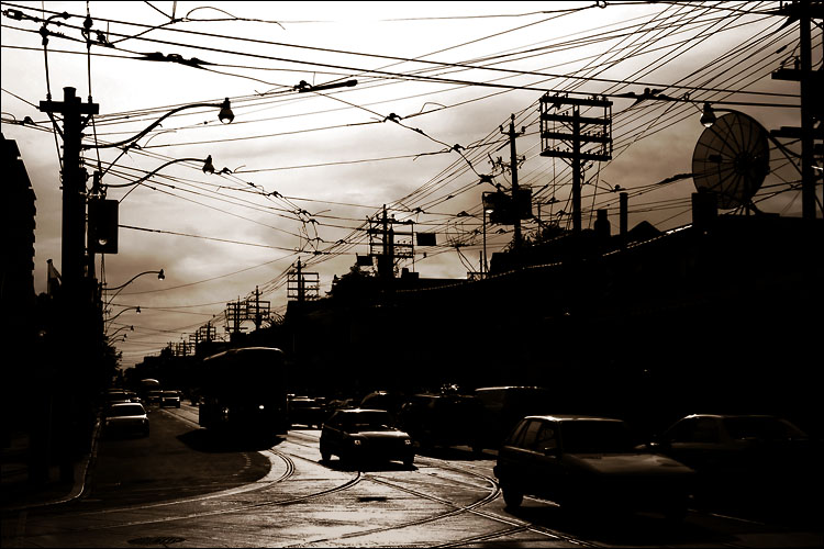 cars and wires || canon 300d/kit lens | 1/160s | f10 | ISO 100