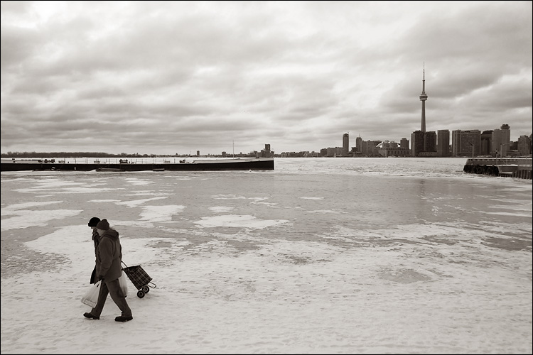 lake walkers || canon 300d/ef-s 18-55 | 1/125s | f6.3 | ISO 100