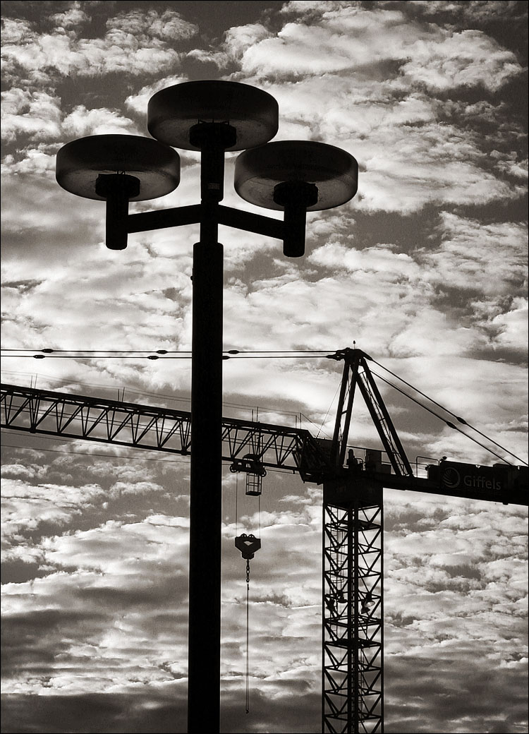 lamp, crane, clouds || canon 300d/kit lens | 1/250s | f11 | ISO 100