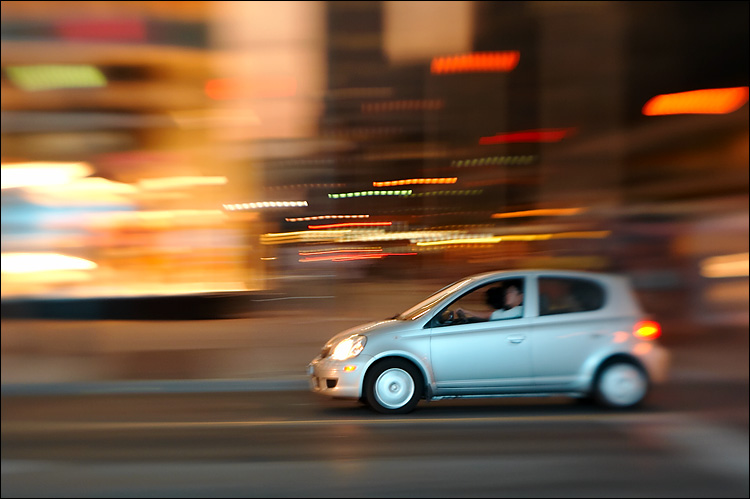panning lensbaby || canon 350d/lensbaby2 | 1/10s | iso400 | handheld