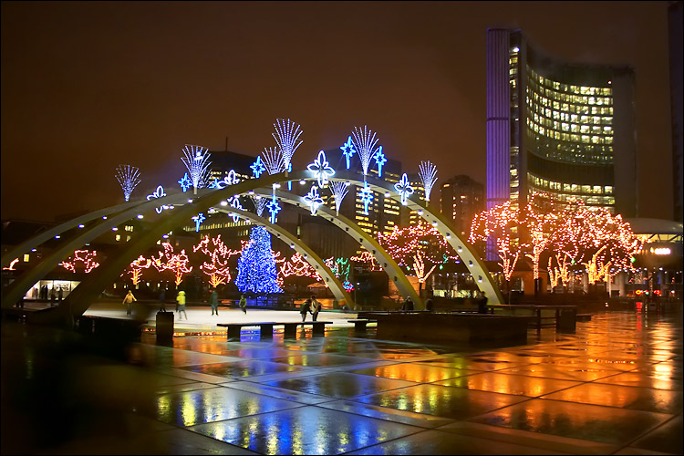 nathan phillips lights || canon 300d/kit lens | 1/5s | f3.5 | ISO 400 | handheld