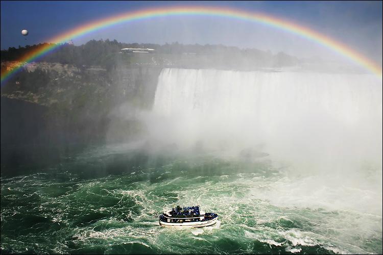 niagara rainbow || canon 300d/kit lens | 1/320s | f10 | ISO 100