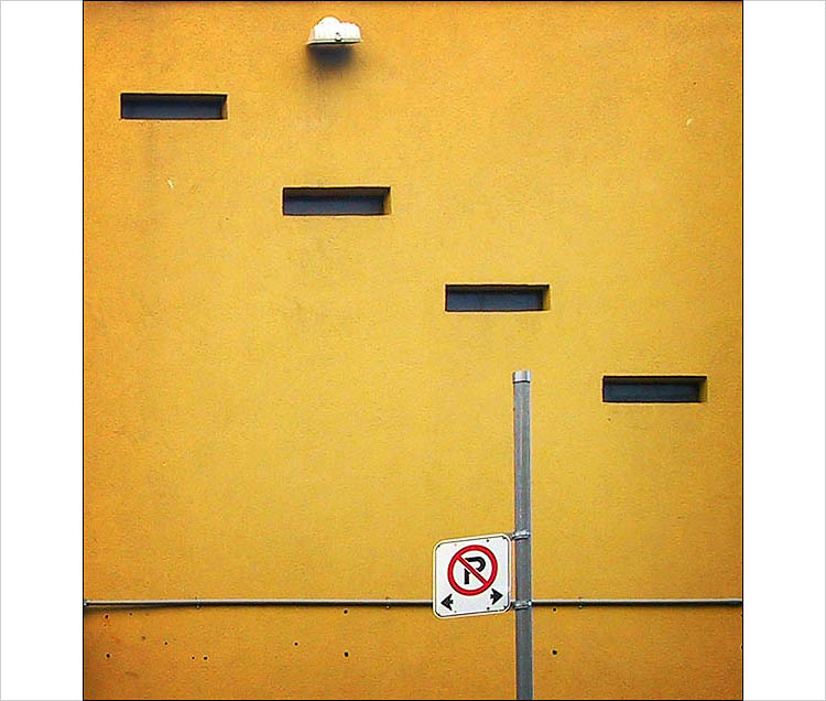 orange wall and no parking || canon G1 | 1/320s | F4 | ISO 100