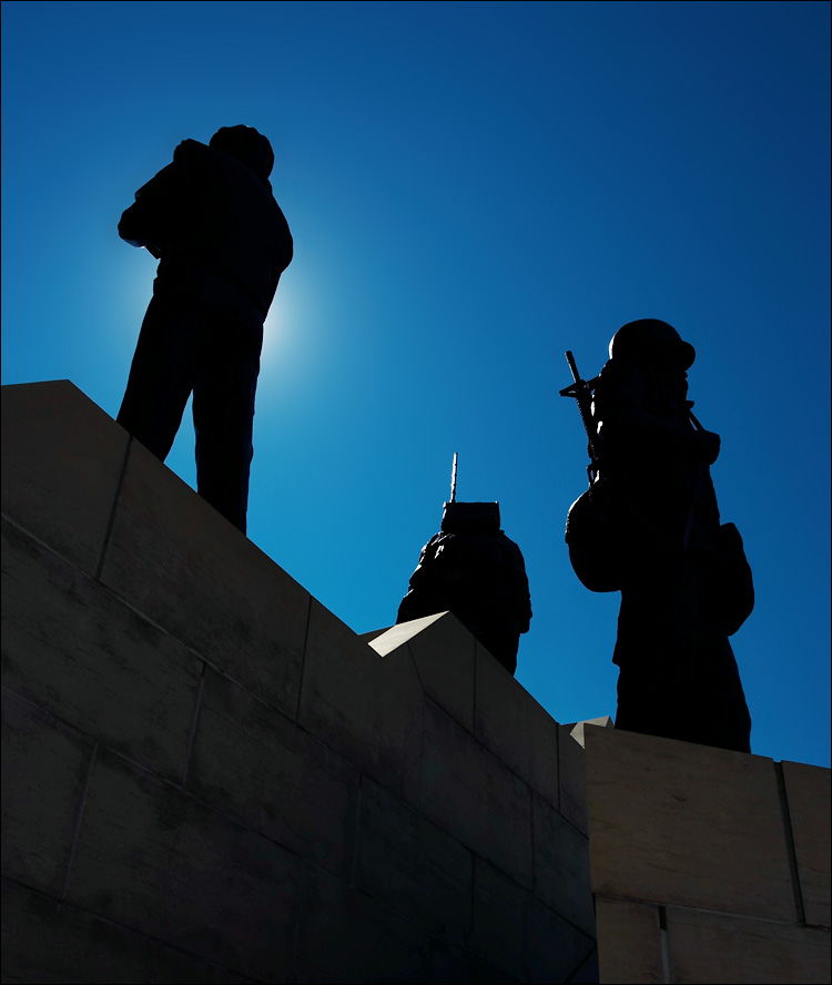 soldiers silhouette || canon 350d/ef17-40L@19 | 1/125s | f8 | iso100 | handheld