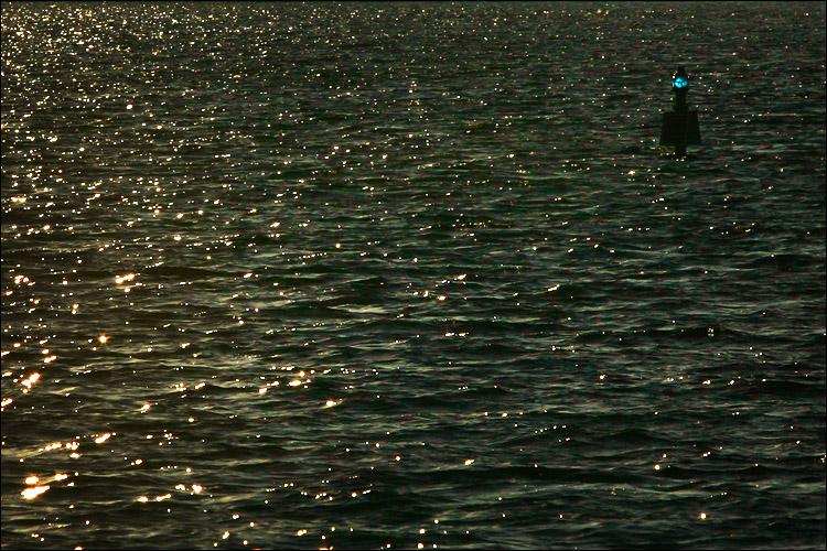 dark lake || canon 300d/ef 70200 L f4 | 1/1600s | f11 | ISO 100