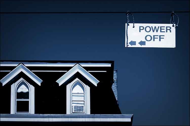power off || canon 300d/kit lens | 1/250s | f11 | ISO 100