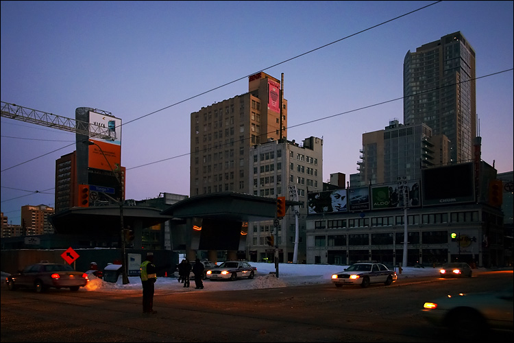 downtown blackout || canon 300d/ef-s 18-55 | 1/40s | f4 | ISO 800 | handheld