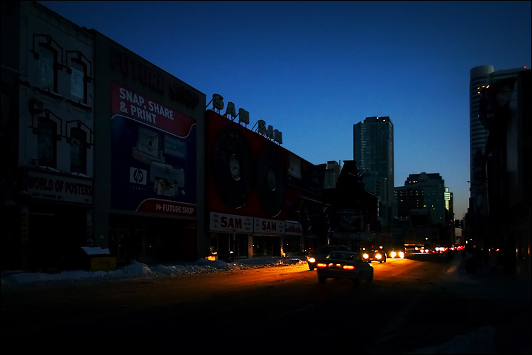 downtown blackout || canon 300d/ef-s 18-55 | 1/30s | f3.5 | ISO 800 | handheld