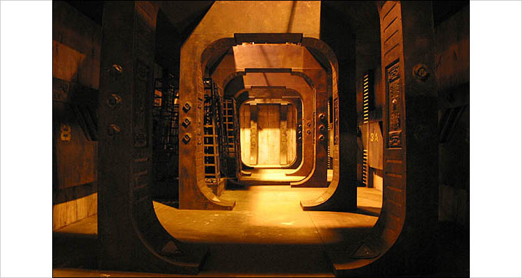 quake corridor || canon G2 | 1/13s | F2 | ISO 200