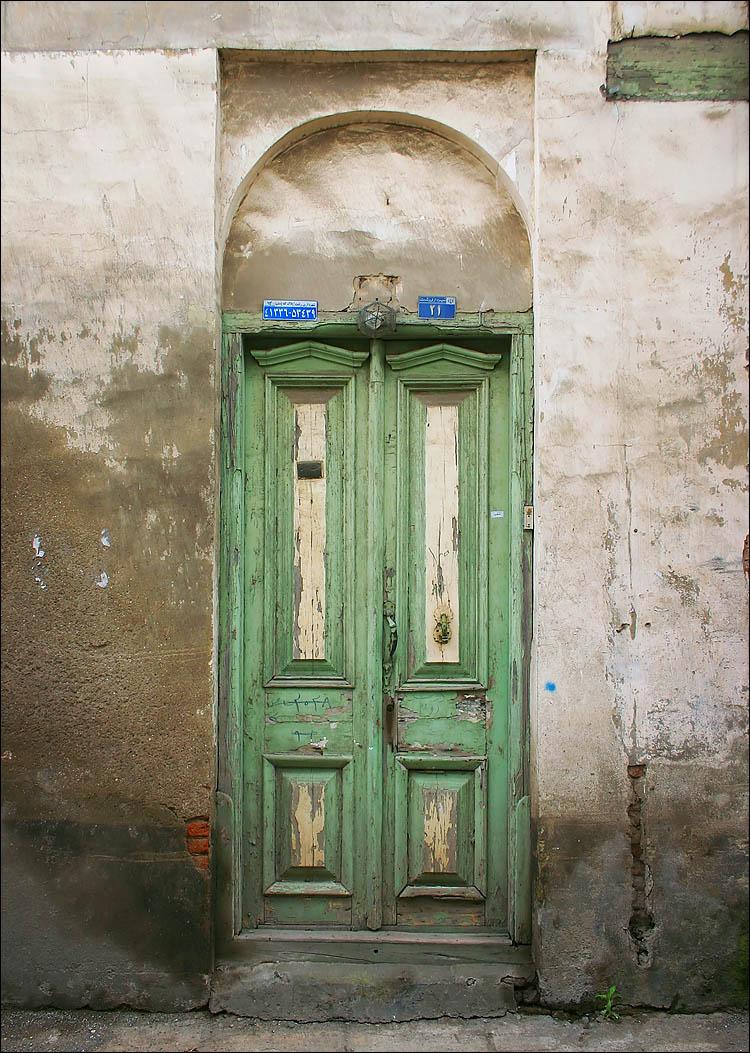 rasht green door || canon 300d/kit lens | 1/100s | f5.6 | ISO 100