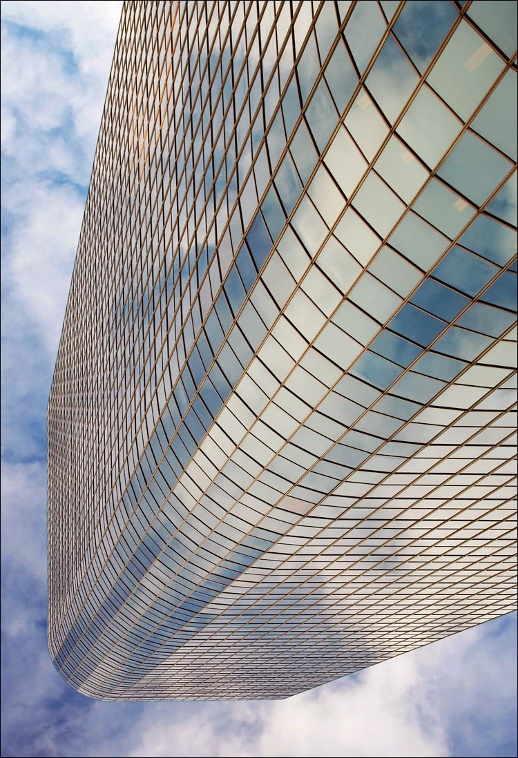 towering mirror II || canon 350d/efs18-55@35 | 1/160s | f10 | ISO 100 | handheld