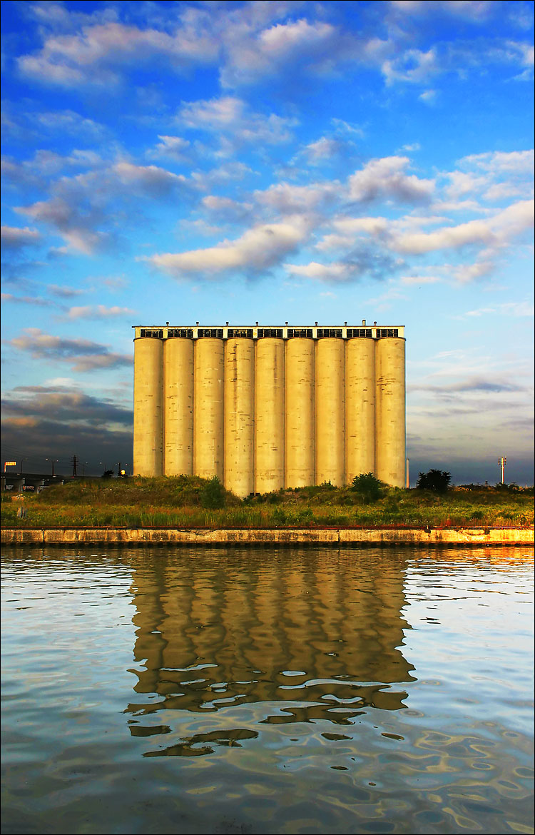 silo and reflection || canon 300d/kit lens | 1/125s | f6.3 | ISO 100