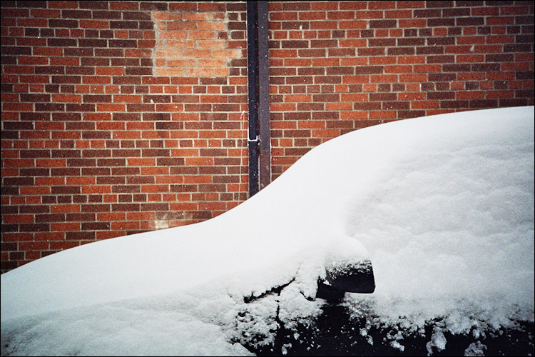 snow and red bricks || lomo lc-a | ISO 400