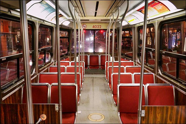 empty streetcar || canon 300d/ef-s 18-55 | 0.3s | f8 | ISO 800 | handheld