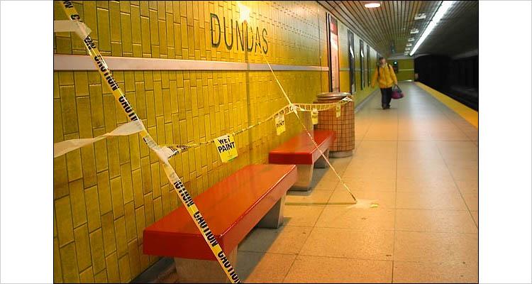 subway dundas|| canon G3 || 1/13s | F2 | ISO 50