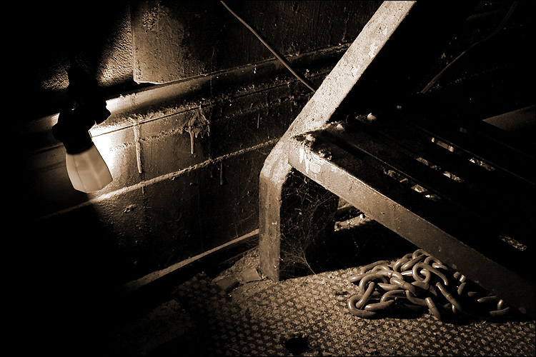 chain under stairs    canon 300d/ef-s 18-55   10s   f7.1   ISO 200   tripod