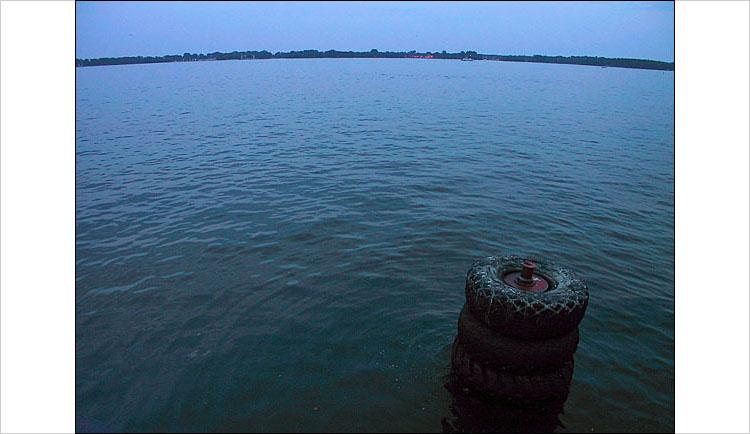 lake ontario || canon G1 | 1/50s | F/2 | ISO 100