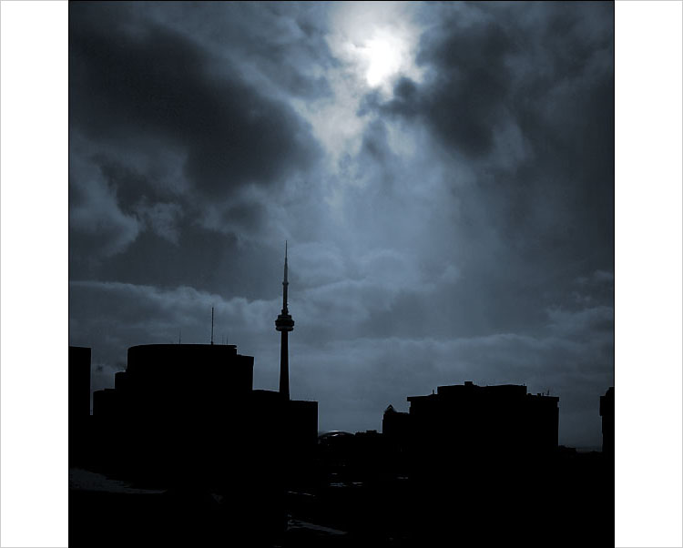 cn tower, day for night || digital rebel | 1/1250s | F22 | ISO 100