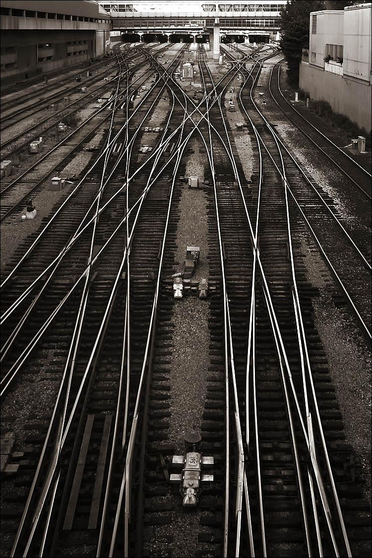 union rails || canon 300d/kit lens | 1/20s | f9 | ISO100