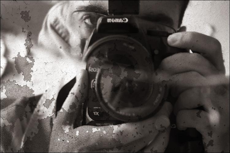 self portrait, broken mirror || canon 350d/efs18-55@55 | 1/6s | f5.6 | ISO 800 | handheld