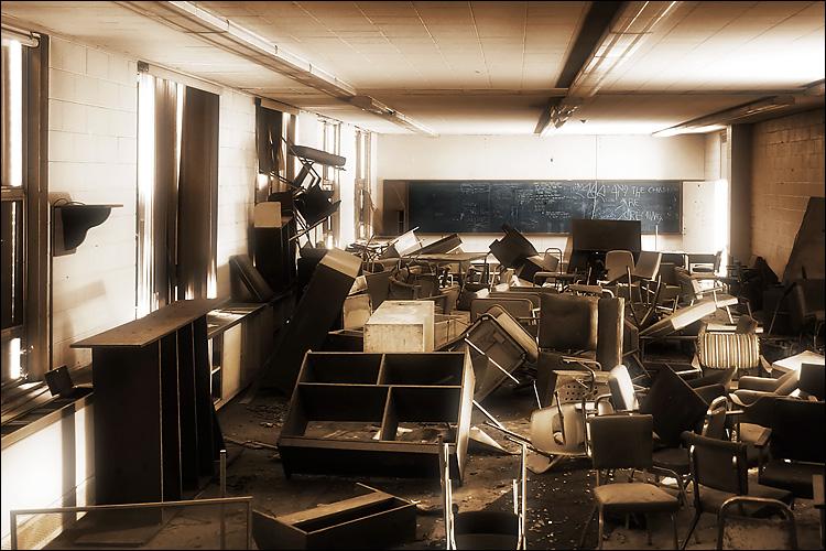 classroom || canon 300d/kit lens | 1/3s | f3.5 | ISO 100
